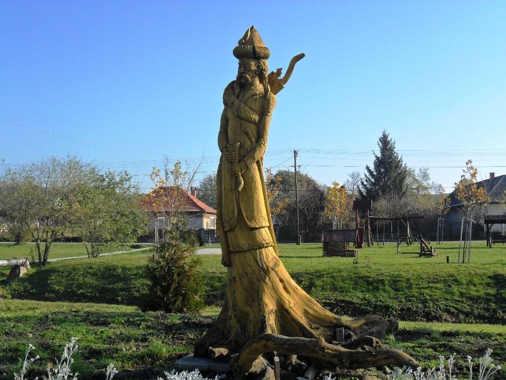 Sok a szobor kevés az óvoda – A Házból jelentem