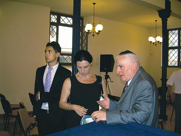 Zsinagógát és békességet épít Turai János
